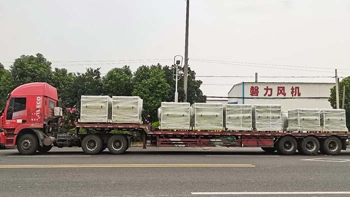 风机厂家:磐力风机八台隔音玻璃钢风机箱发往湖南省