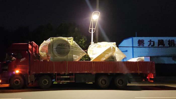 风机厂家:磐力风机四台玻璃钢离心风机发往靖江酸碱系统