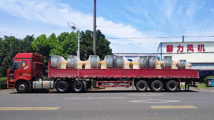 风机厂家:磐力风机九台玻璃钢防腐风机发往河南洛阳
