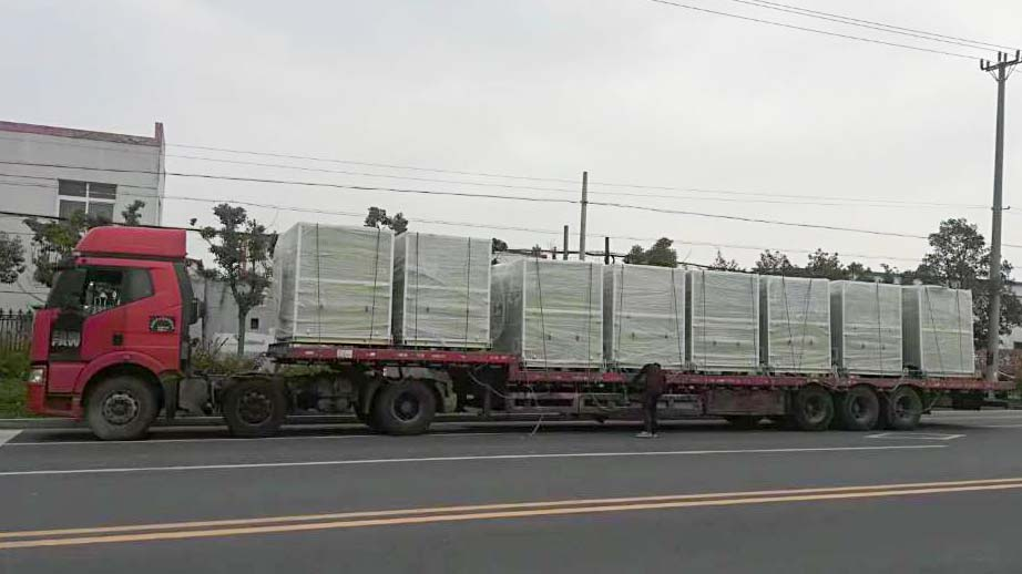 风机厂家:磐力8台隔音箱玻璃钢风机发往北京项目