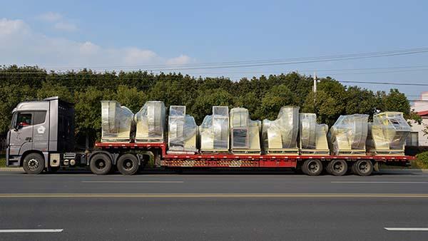 风机厂家:磐力风机14台玻璃钢风机运往山东制药厂