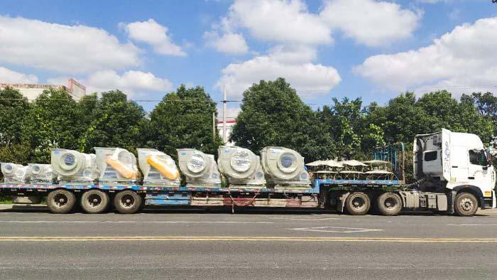 风机厂家:磐力风机十六台玻璃钢风机运往山东实验室项目