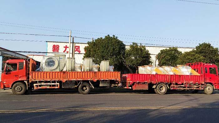 风机厂家:磐力风机十台玻璃钢风机运往上海酸洗废气项目